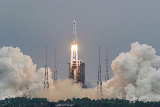 La fusée porteuse Longue-Marche 5B, fin avril à la base de lancement de Wenchang.