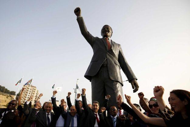 La statue de Nelson Mandela inaugurée à Ramallah mardi 26 avril 2016.