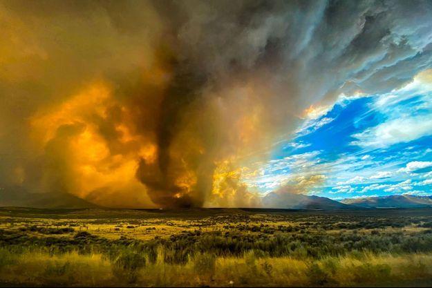 Une tornade de feu en Californie samedi.