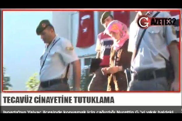 Nevin, encadrée par des policiers, après son arrestation.