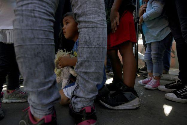 Un enfant à la frontière.