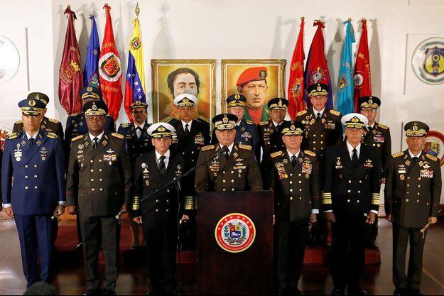 Les généraux ont soutenu Nicolas Maduro autour du ministre de la Défense Vladimir Padrino Lopez.