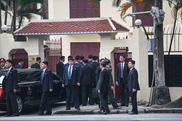 Kim Jong Un arrive à l'ambassade nord-coréenne à Hanoï, le 26 février 2019.