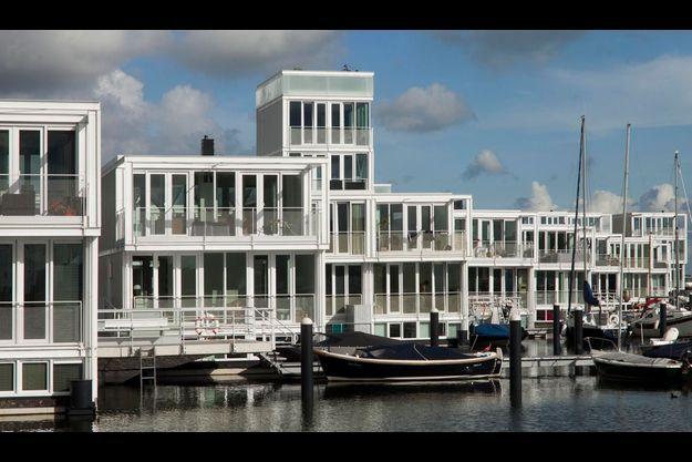 A IJmeer, la mer intérieure... certains résidents ont leur bateau amarré.