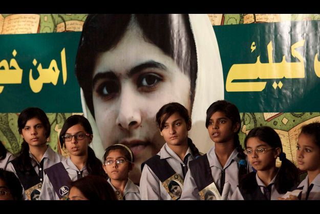 En se faisant tirer dessus par des Taliban alors qu'elle se rendait à l'école, Malala, Pakistanaise de 15 ans nommée au prix Nobel de la paix, est devenue le symbole du combat pour les droits des femmes dans le monde.