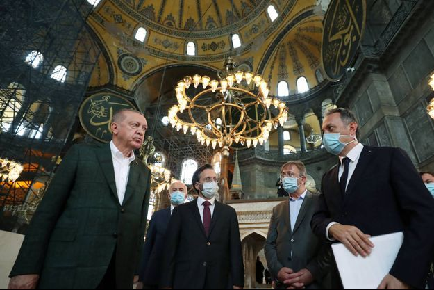 Recep Tayyip Erdogan à Sainte-Sophie, sur une image diffusée par la présidence turque.