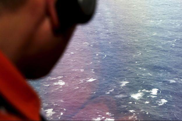Les gardes-côtes de 25 pays ont été dépêchés sur les lieux de la recherche.