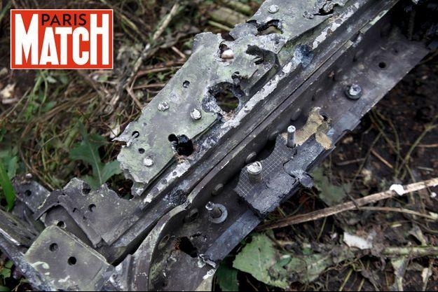 Ce morceau de fuselage, retrouvé à Rasipnoye, à plusieurs kilomètres du site principal, présente, dans le langage des experts, des « points de pénétration haute vélocité » caractéristiques d'un impact de missile.