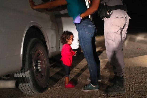 La photo de Sandra Sanchez et sa fille Yanela à la frontière entre le Mexique et les Etats-Unis a remporté le World Press Photo.