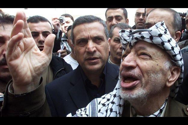 Adolfo Suarez, Premier ministre espagnol, accueille Yasser Arafat à bras ouverts.