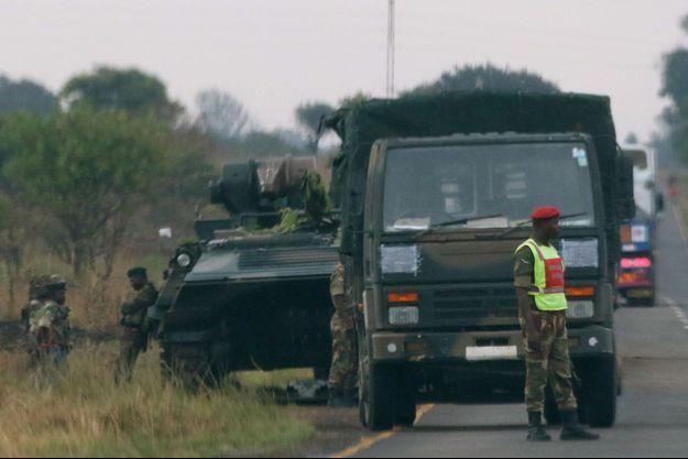 L'armée est intervenue contre des proches du président Mugabe au Zimbabwe.