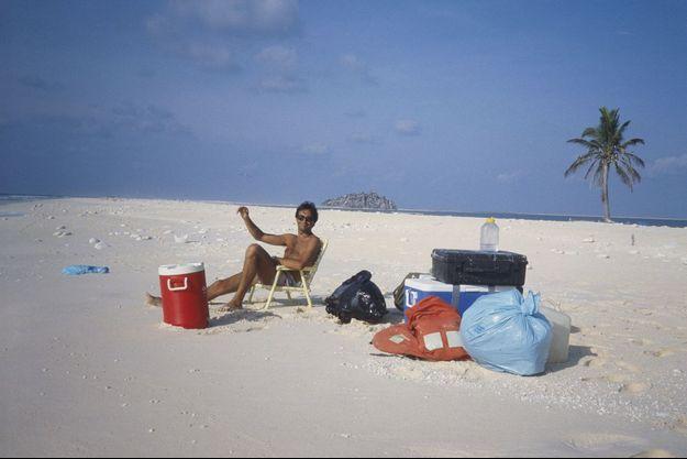 Benoit en Robinson sur l'îlot de Clipperton, au milieu du Pacifique. Avril 1986. En dépit des apparences, deux jours d'enfer à cause des crabes de sable qui mangent tout !
