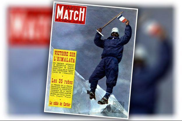 Maurice Herzog au sommet de l'Annapurna dans l'Himalaya, le 3 juin 1950. Il aura les doigts et les orteils gelés lors de l'exploit. Couverture de Paris Match n°74, daté du 19 aout 1950.