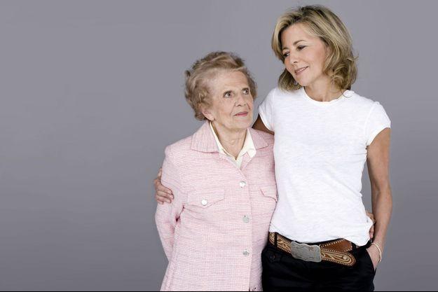 En 2008, pour la Fête des mères, c'est Claire qui paraît maternelle : « J'ai toujours cherché à la protéger », dit-elle.