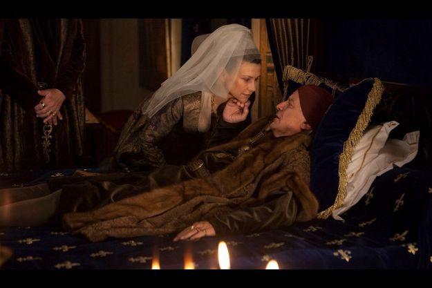 Louis XI (Jacques Perrin) et Anne de Beaujeu (Florence Pernel).