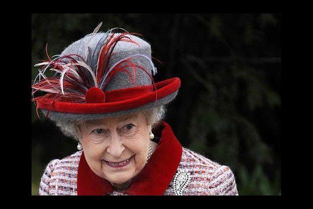 Au Royaume-Uni, la crise frappe tout le monde : les finances d'Elizabeth II sont dans le rouge et la reine est contrainte de vendre ses propriétés.