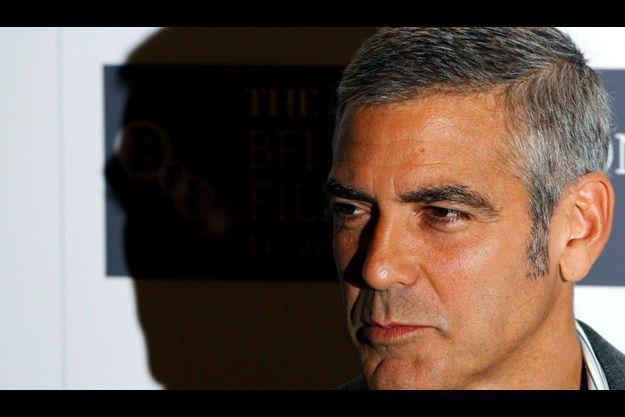 George Clooney doit déménager : la pression de trop de paparazzi l'oblige à mettre en vente sa maison du lac Como.