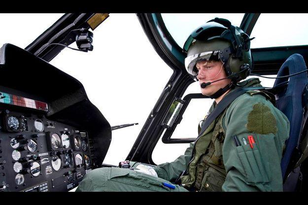 Le prince Harry a enfin obtenu son diplôme de pilote de la Royal Air Force. Sa formation l'autorise à piloter des hélicoptères Lynx ou Apache.