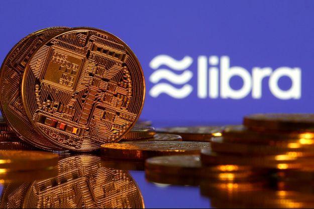 Libra est censée offrir à partir de courant 2020 un nouveau mode de paiement en dehors des circuits bancaires traditionnels, permettant d'acheter des biens ou d'envoyer de l'argent aussi facilement qu'un message instantané.
