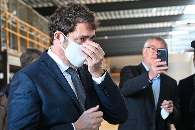 Christophe Castaner, masqué.