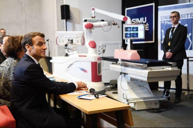 Emmanuel Macron, jeudi en visite au nouveau pôle universitaire de la Citadelle, à Amiens.