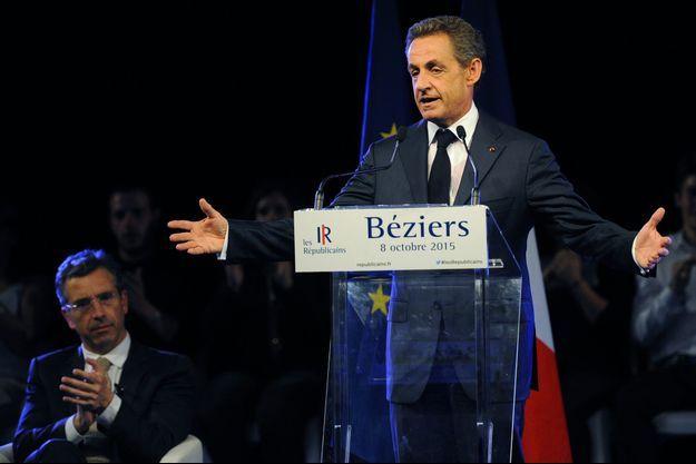 Nicolas Sarkozy à Béziers, jeudi soir. Derrière lui, Dominique Reynié, tête de liste Les Républicains en région Midi-Pyrénées-Languedoc-Roussillon