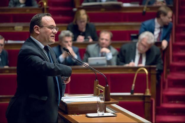 Damien Abad, patron du groupe LR de l'Assemblée, prévient : « Nous serons courtois sur la forme, mais implacables sur le fond. »