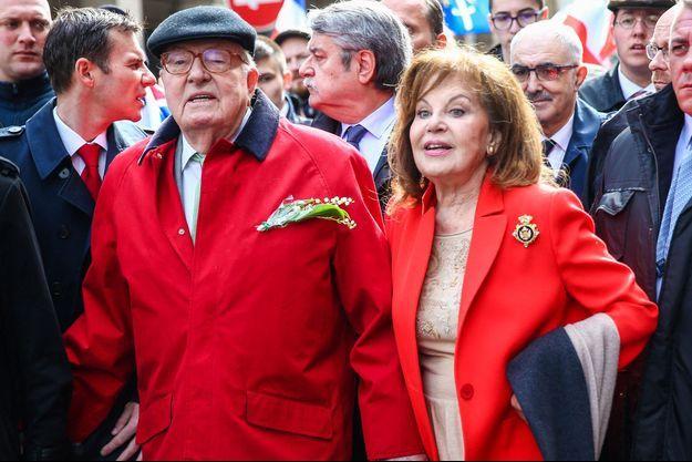 Jean-Marie Le Pen et son épouse Jany lors du 1er mai 2017.