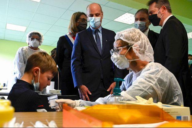 Jean-Michel Blanquer, lundi en visite de l'école de Lavoncourt.