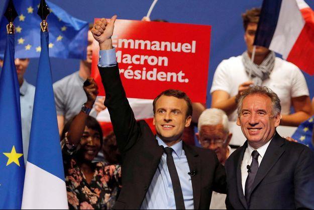 Emmanuel Macron et François Bayrou à Pau le 12 avril 2017.