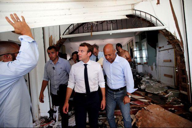 Emmanuel Macron mardi auprès des sinistrés de Saint-Martin.
