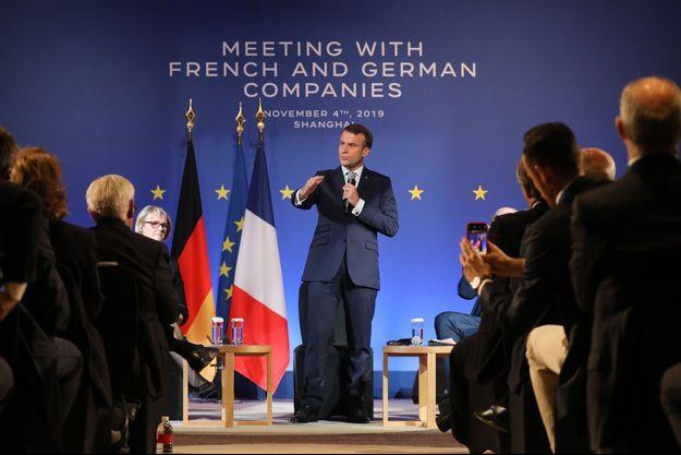 Emmanuel Macron face à des chefs d'entreprise français et allemands à Shanghai lundi.