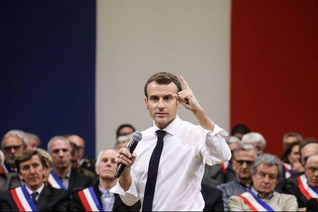 Emmanuel Macron lors du grand débat à Souillac.