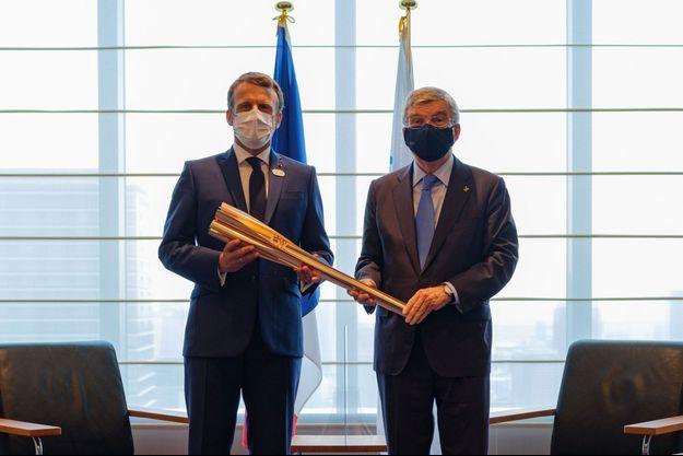 Emmanuel Macron et le président du CIO, Thomas Bach, à Tokyo vendredi.