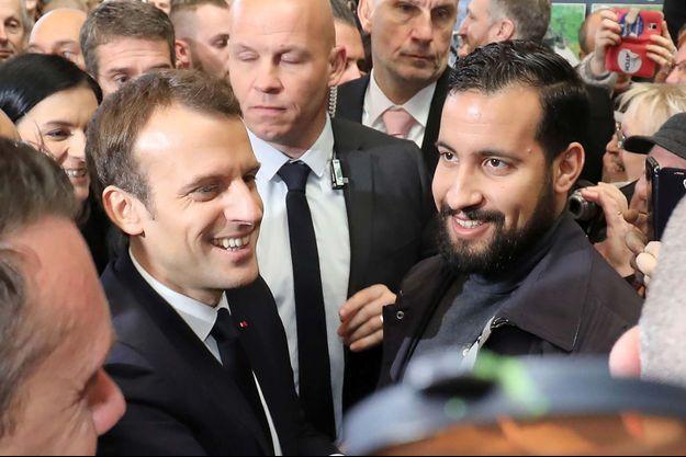 Emmanuel Macron et Alexandre Benalla lors d'un déplacement présidentiel.