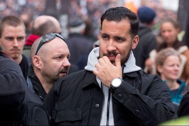 Alexandre Benalla, avec Vincent Crase (lunettes de soleil sur le crane), le 1er mai dernier.