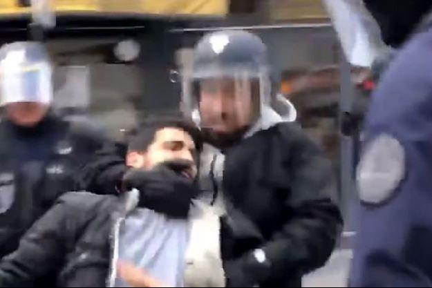 Sur la vidéo diffusée par Le Monde, Alexandre Benalla agresse un manifestant du 1er-Mai.