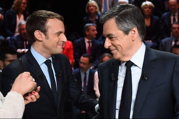 Emmanuel Macron et François Fillon lors du débat télévisé du premier tour de l'élection présidentielle en mars 2017