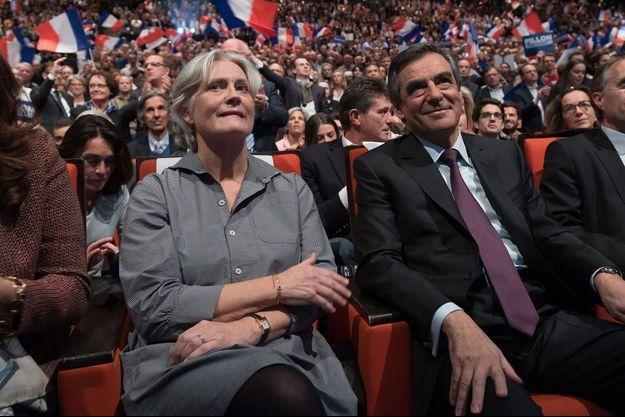 Penelope Fillon aux côtés de François Fillon, au Palais des Congrès, le 18 novembre 2016. (photo d'illustration)
