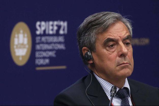 François Fillon lors d'un sommet économique à Saint-Pétersbourg le 4 juin 2021.