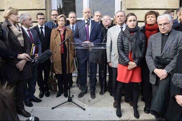 Alain Juppé à Bordeaux lundi, pour une minute de silence.