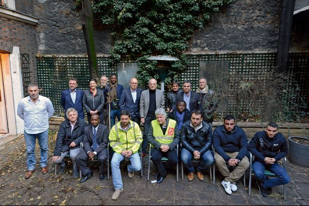 Jeudi 20 décembre. Autour d'Alexandre Jardin (debout, 2e en partant de la droite), des gilets jaunes réunis pour établir une stratégie électorale.