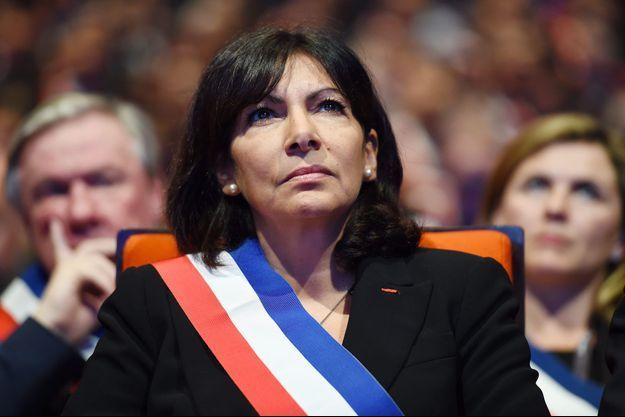Anne Hidalgo le 18 novembre lors d'une réunion des maires de France.