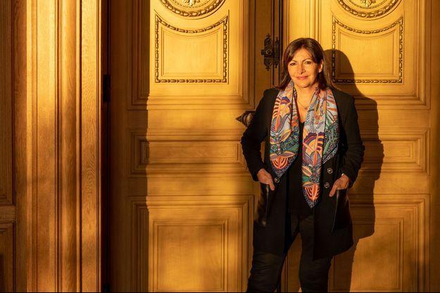 Anne Hidalgo, dans son bureau en janvier.