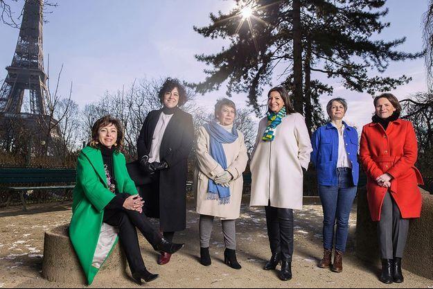 De g. à dr. : Carole Delga, Nadège Azzaz, Corinne Lepage, Anne Hidalgo, Sandrine Rousseau et Valérie Rabault posent dans les jardins du Trocadéro. Paris, le 13 février.