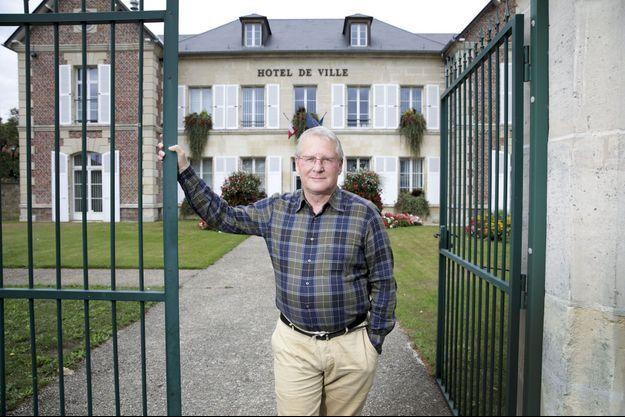 Michel Arnould, maire de Verberie (Oise), victime en août d'une tentative d'incendie de son domicile.