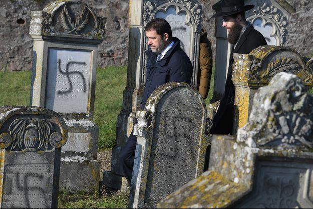 Christophe Castaner dans les allées du cimetière juif profané de Westhoffen, mercredi.
