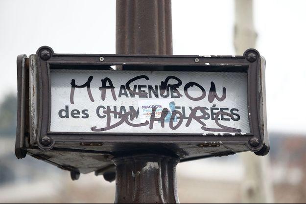 Paris a été le théâtre de scènes de guérilla urbaine samedi