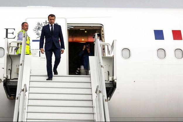 Emmanuel Macron lors de son arrivée à La Réunion