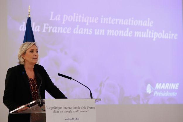 Marine Le Pen, jeudi lors d'une conférence à Paris, France.